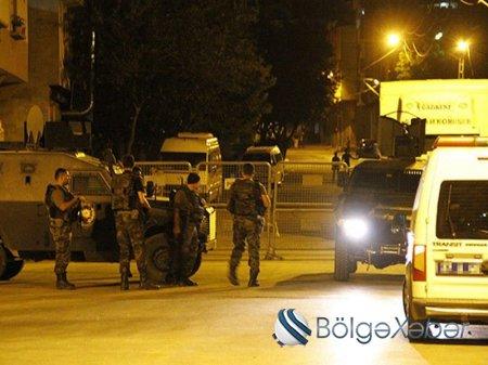 Türkiyədə polis avtomobilinə hücum olub-VİDEO