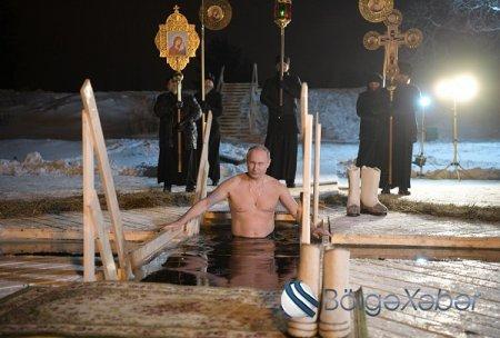 Putin 7 dərəcə şaxtada gölə girdi - VİDEO