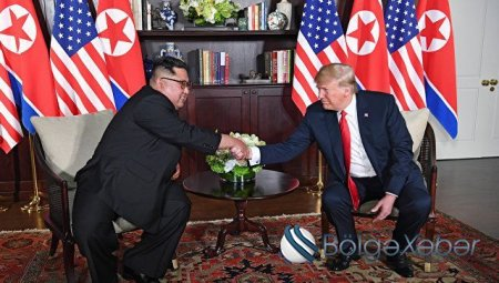 Kim Çen In və Donald Tramp görüşün yekunlarına dair sənəd imzalayıblar